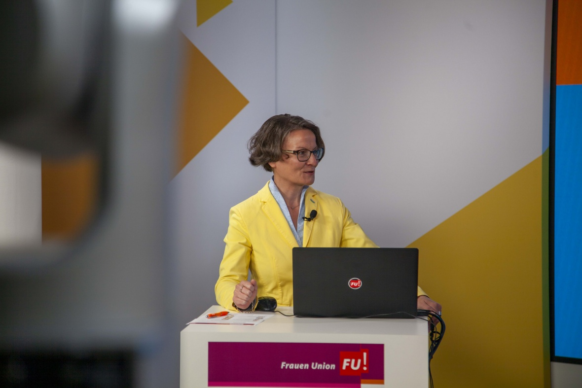 Moderatorin Ina Scharrenbach, Landesvorsitzende der FU-NRW